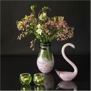 Stor glasvase, grøn med rosa samt slangedekoration, Mundblæst glaskunst,